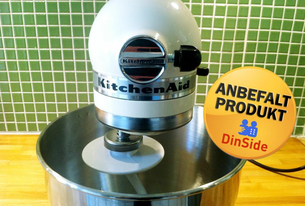Vi kan trygt anbefale KitchenAid Artisan kjøkkenmaskin til hjemmebruk. Om enn ikke til dem som jevnlig må lage boller til hele skolekorpset. Foto: PIA STRØMME