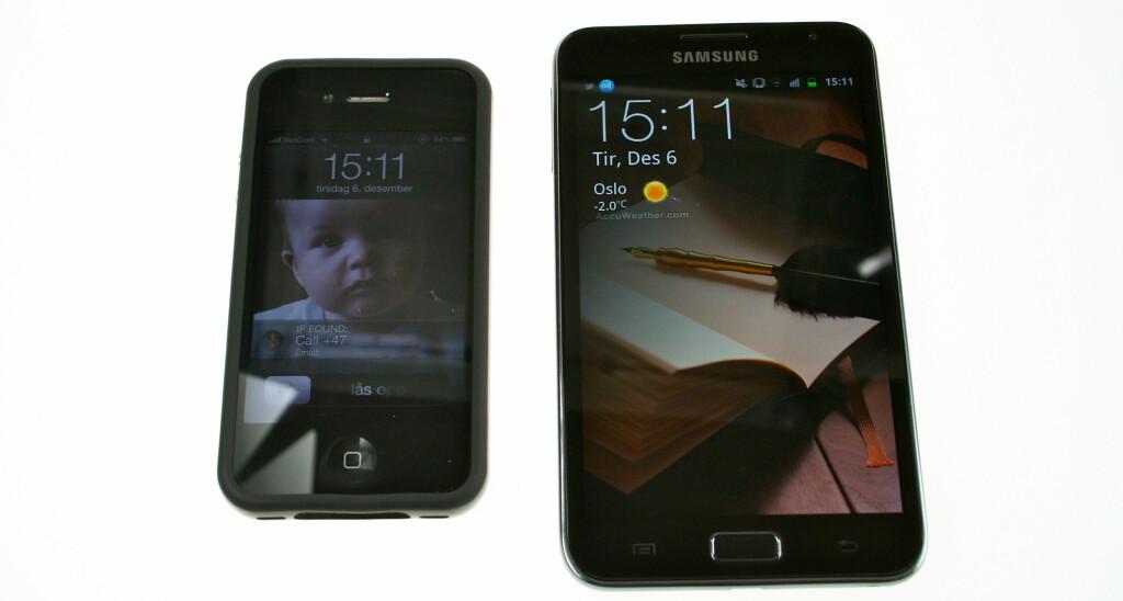 SE, SÅ LITEN: Du ser kanskje hva som er iPhone 4 og hva som er Galaxy Note? Foto: Øivind Idsø