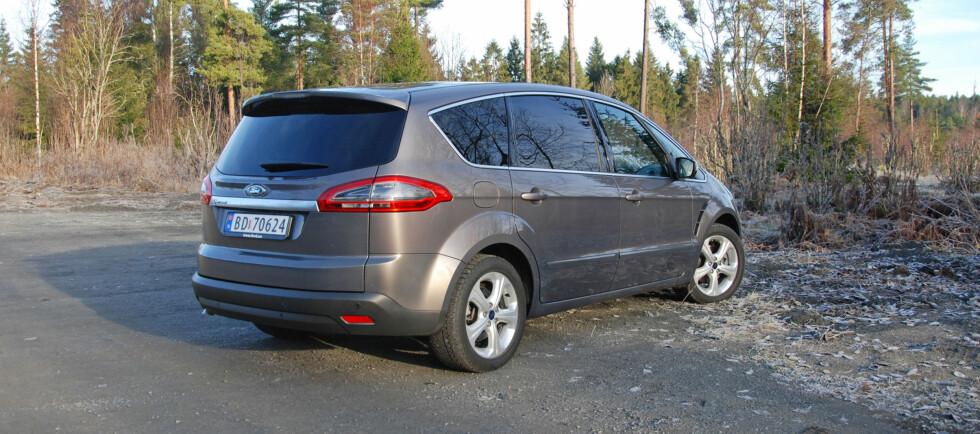 S-Max er en stor bil - men klarer seg brukbart med en liten motor Foto: Cato Steinsvåg