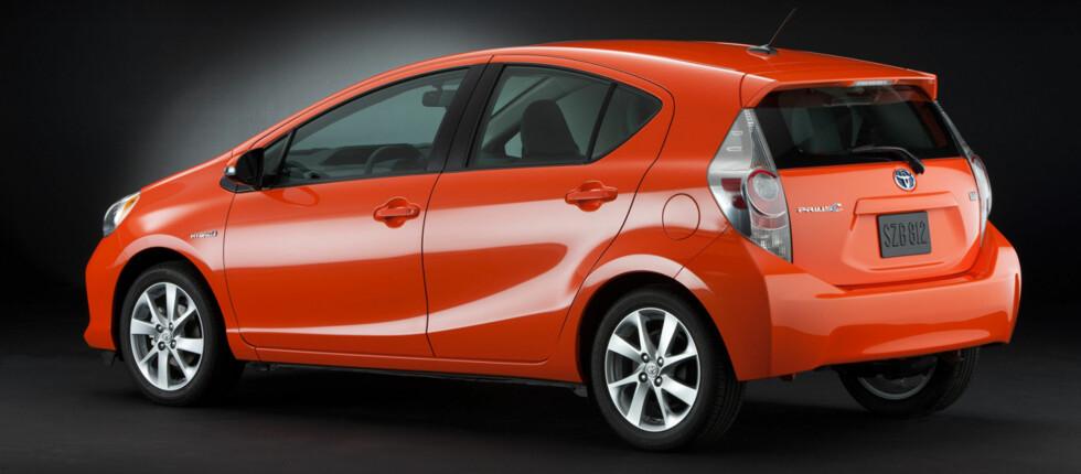 TOYOTA PRIUS C: En viss familielikhet med storebrødrene Prius og Prius V kan spores. Foto: Toyota