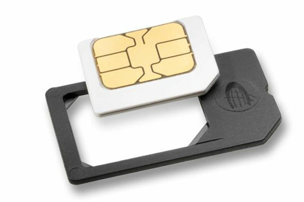 <strong>PROBLEMET:</strong> Eldre mikro-SIM-kort fungerer ikke sammen med nye iPhone 4s. Dermed får mange nordmenn store problemer.  Foto: Datenkarte