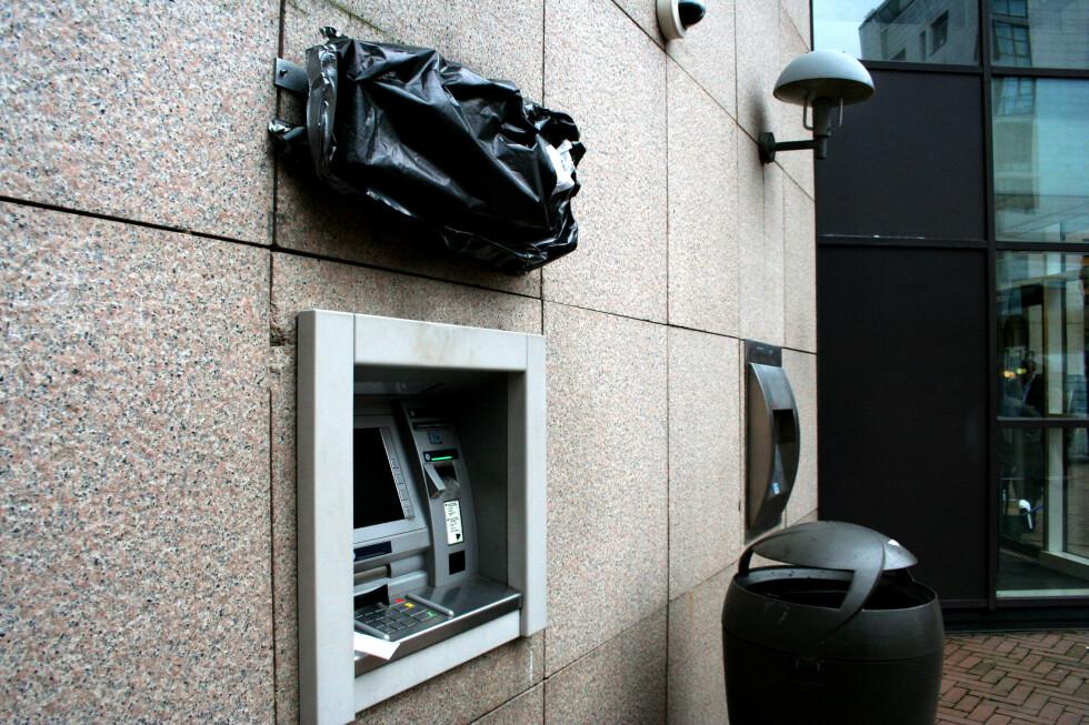 DNB har pusset opp blant annet minibankene sine. Hvordan de ser ut, er fortsatt en liten hemmelighet. Foto: Kim Jansson
