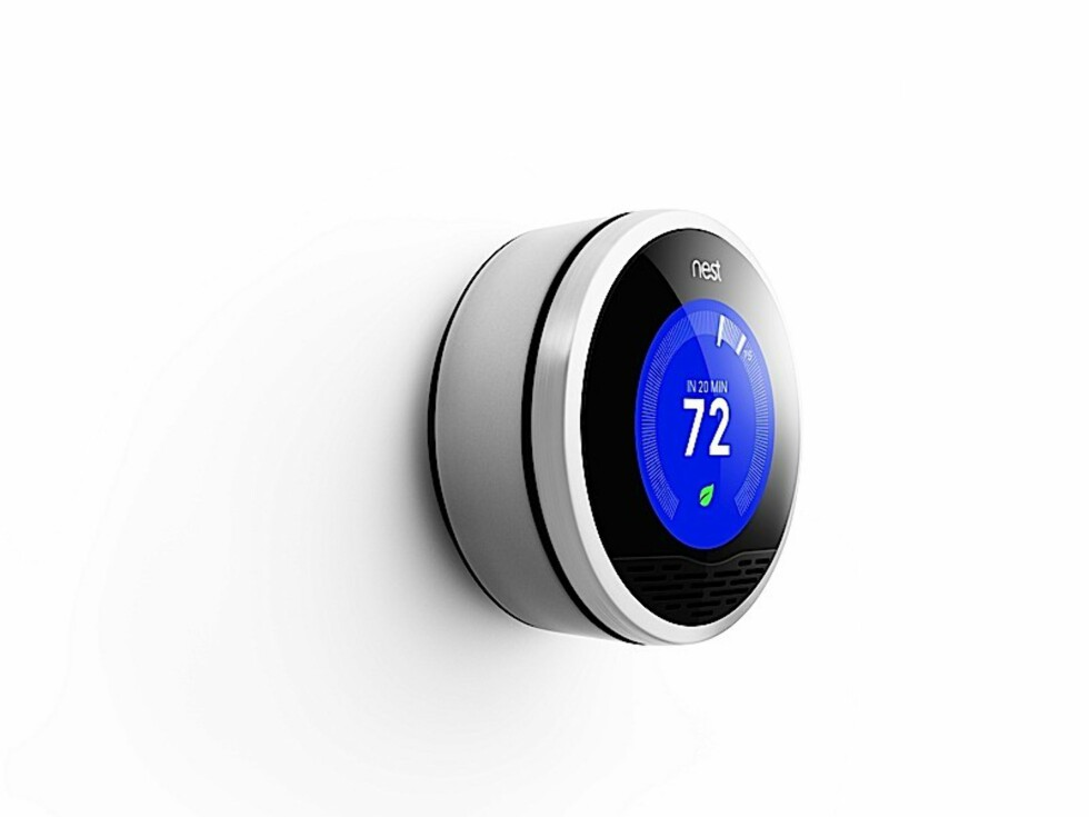 PÅ VEI NED: Denne spesielle termostaten skal være smartere enn de fleste andre varmeregulerende dingsene du har vært borti. Når den lyser blått, betyr det at temperaturen er på vei ned. Men det er ikke alt ... Foto: Produsenten