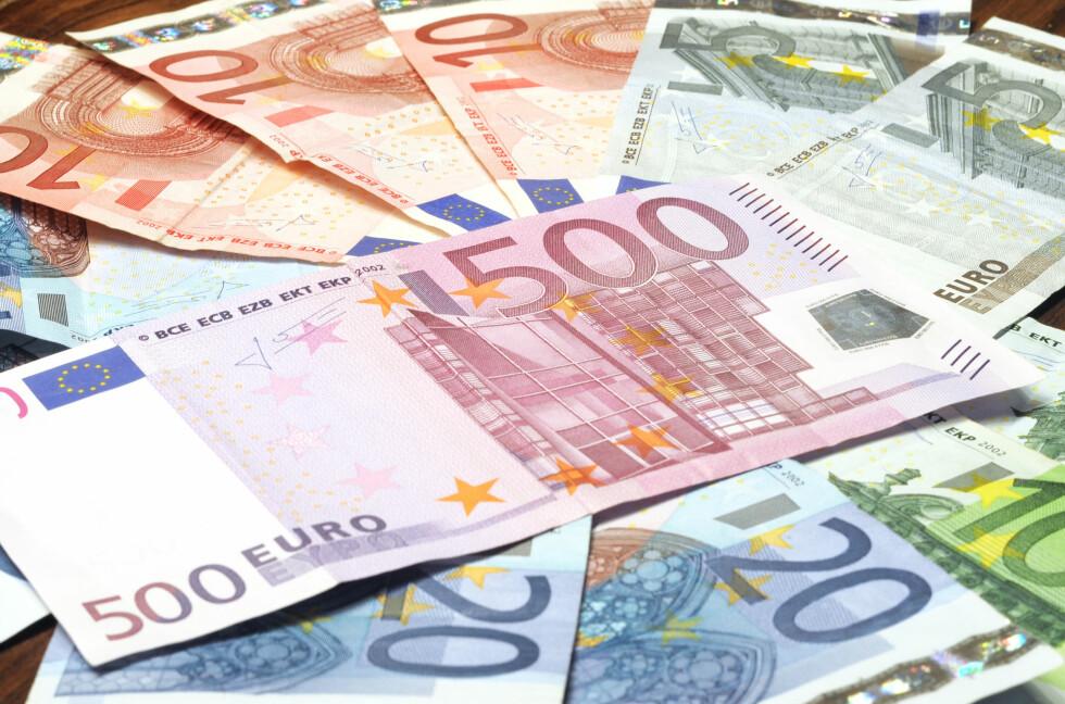 STABIL: Mens euroen vil holde seg stabil i tiden fremover, tror DnB NORs økonomer at den norske krona vil svekkes både i forhold til dollaren og pundet.  Foto: Colourbox.com