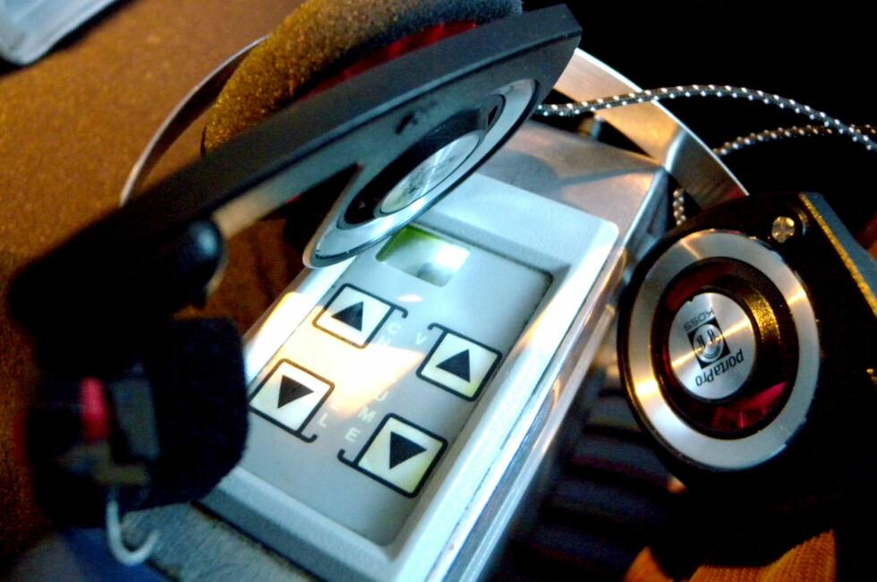 ULOVLIG: Å bruke dine egne hodetelefoner på fly er ofte ikke lov. Grunnen skal være utstyret, og norske forskrifter. Foto: Ole Petter Baugerød Stokke