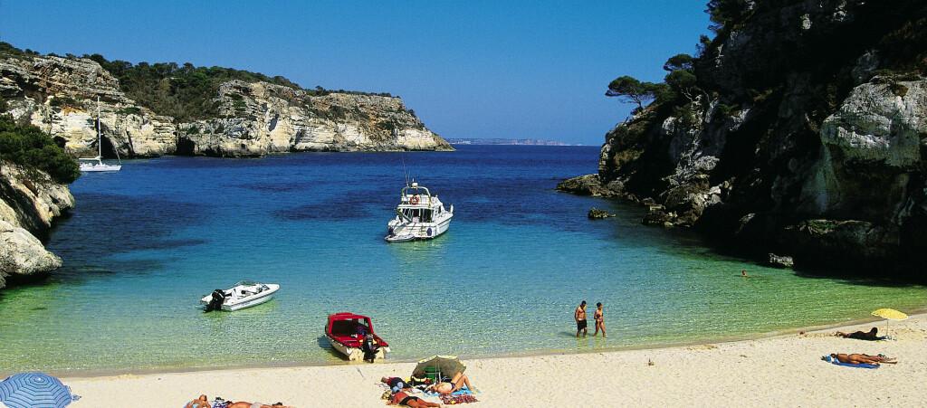 <b>POSTKORTIDYLL:</b> Mange av Menorcas bortgjemte badeviker kan kun nås til fots eller på sykkel.  Foto: Torleif Svensson/Star Tour
