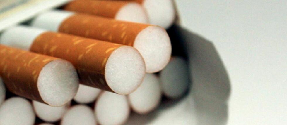 NY RØYKELOV: Fra 17. november 2011 er det ikke lenger lov til å selge vanlige sigaretter i Norge. Selvslukkende sigaretter blir den nye standarden. Foto: COLOURBOX.COM