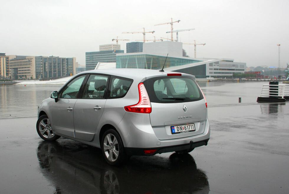 EN DRØMMEBIL FOR FAMILIEN: Renault Grand Scénic bør tas med i betraktningen av kjøpere av romslige familiebiler. Foto: Knut Moberg