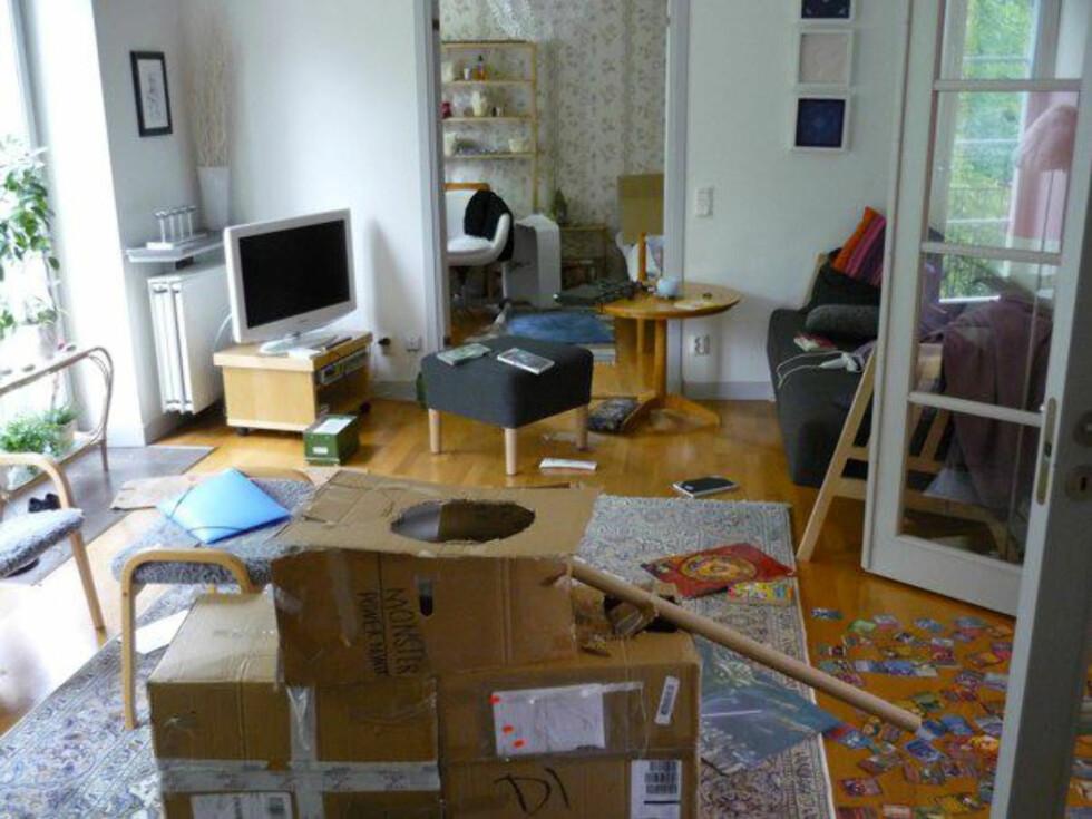 Vardagsrummet utgör en oas där hela familjen kopplar av med fredagsmysTV från Samsung Foto: Moa Söderhielm