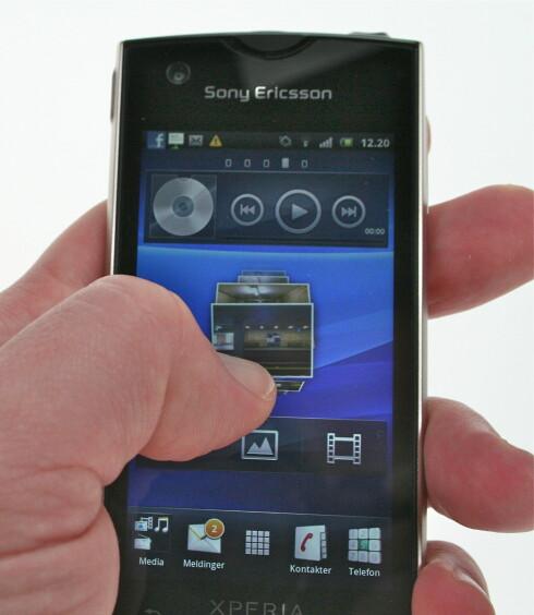 TIMESCAPE: En av Sony Ericssons spesialfunksjoner er Timescape, som gir deg en fancy, pen oversikt over alt fra tekstmeldinger til meldinger fra sosiale applikasjoner (Twitter og Facebook). Men det fungerer bare sånn passe. Foto: Øivind Idsø