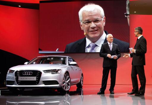 A6 hybrid ble første gang vist på bilutstillingen i Detroit i januar. Audisjef Rupert Stadler til høyre. Foto: Produsenten