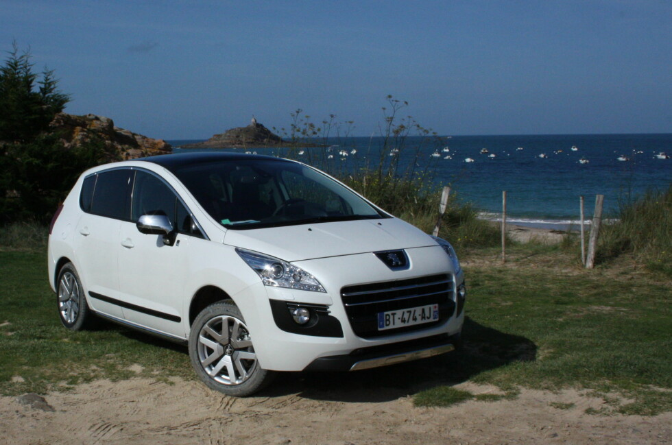 Lavt CO2-utslipp, og med en høy andel utslippsfri kjøring kan også lokale utslipp reduseres. Resultat: Peugeot-importøren annonserer at dieselhybriden 3008 HYbrid4 er blant avgifts-vinnerne for 2012. Foto: Knut Moberg
