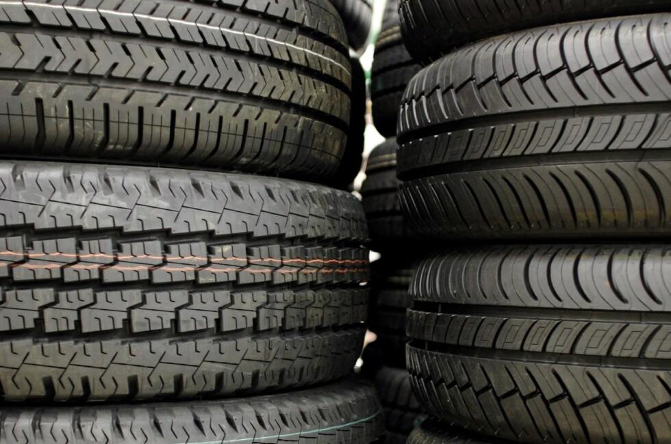 TRYGT: Å kjøre med piggfrie dekk er bortimot like trygt som å kjøre med pigger. Foto: Colourbox.com