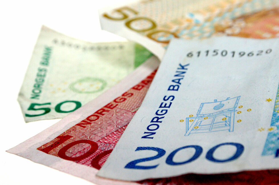 LÆRERIKT: Man kan lære mye av å se på norske sedler. På 200-lappen kan du for eksempel se hva slags maskin som ble brukt for å forklare nordlyset.  Foto: Ole Petter Baugerød Stokke