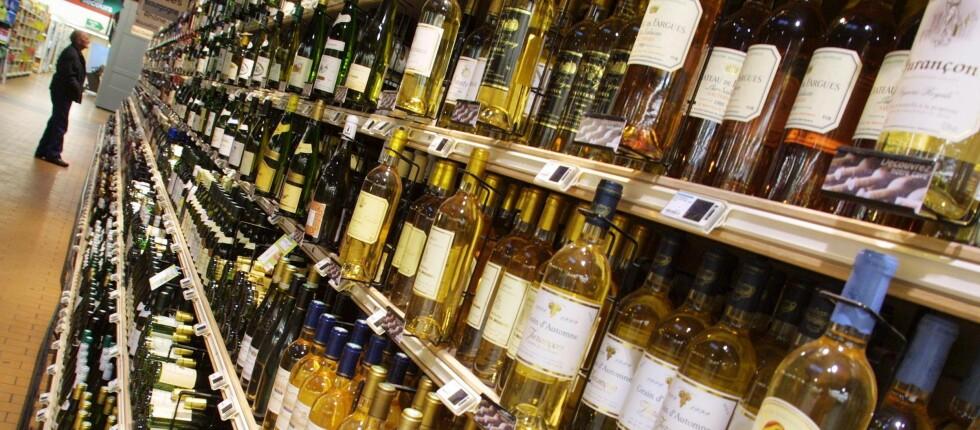 RETT HJEM: Handler du i nettbutikken til Vinmonopolet, kan du få varene levert på døra. Men kun om du bor på riktig adresse. Foto: Colourbox.com