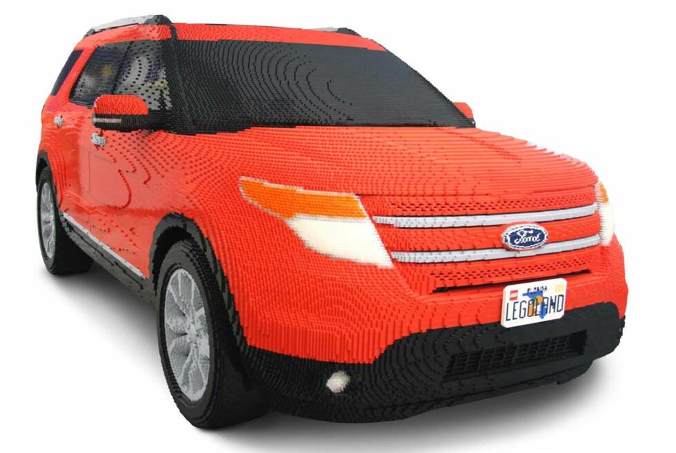 Ford Explorer er en populær SUV i USA. Her er den i full størrelse - en konstruksjon bestående av over 380.000 legoklosser.