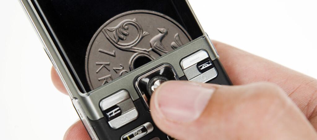 Alle som ønsker det, kan ringe for småpenger hver måned. Foto: Per Ervland