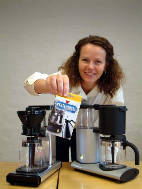 - Bare ti prosent av kaffetrakterne blir renset regelmessig. Det viser salgstall for rensemiddel (2004), ifølge  informasjonssjef Ida Byrkjeland i Norsk Kaffeinformasjon. Foto: Newswire