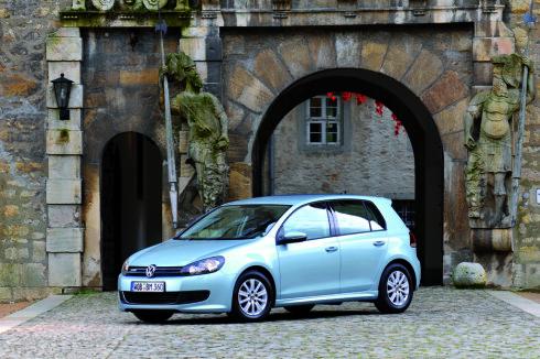 VW Golf er blant bilene som får den nye motoren.