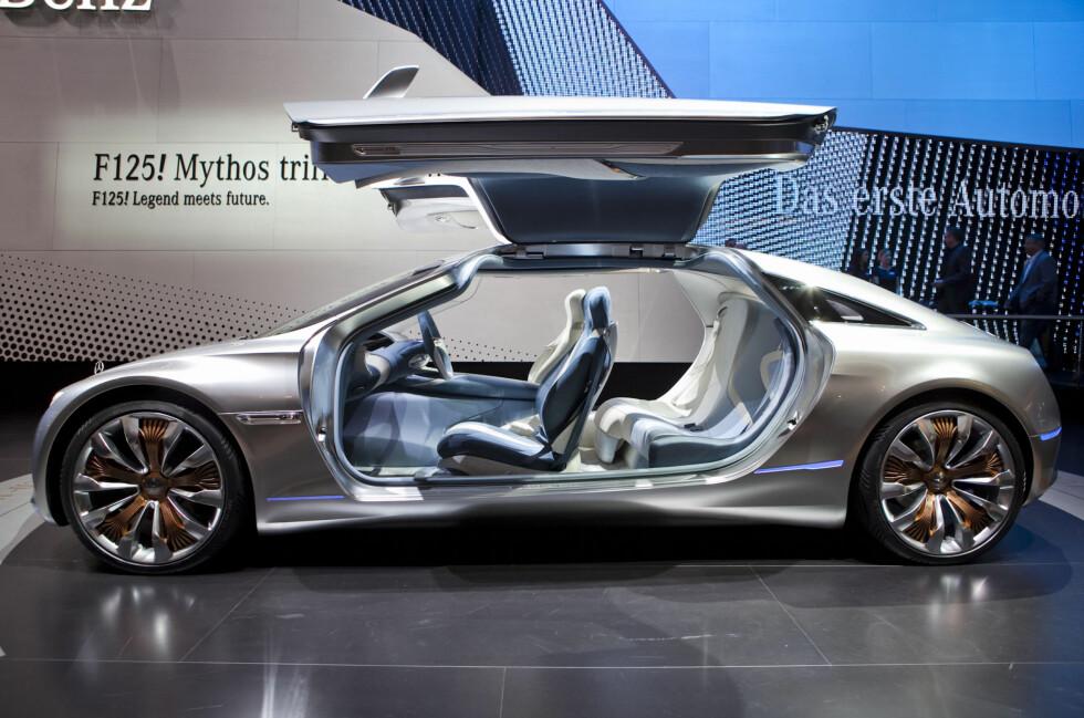 Mercedes-Benz F 125: Jubileums-konseptbilen fra Daimler skal vise vei to bilgenerasjoner inn i fremtiden. Vi snakker 2025... Foto: Per Ervland