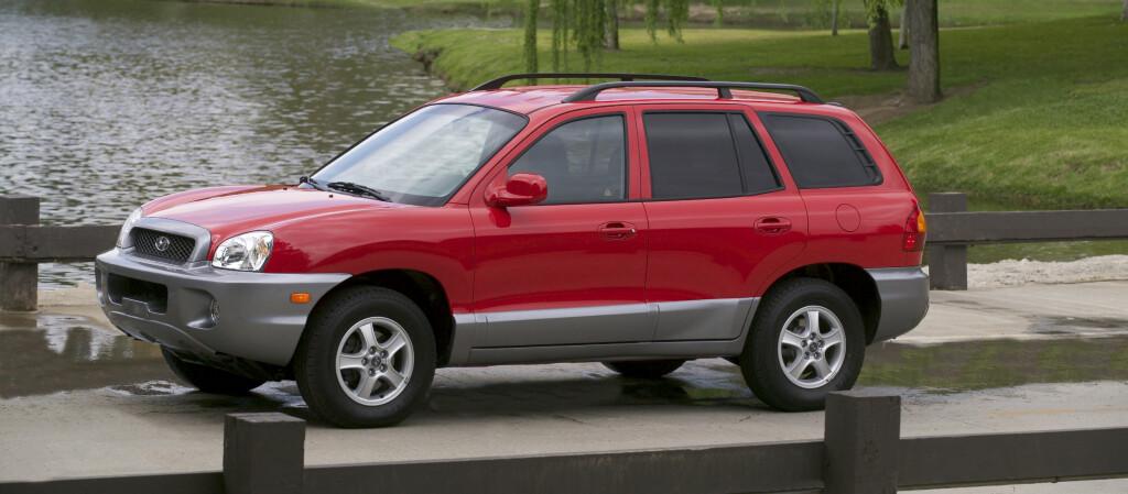 <b>IKKE NØDVENDIGVIS TRYGGEST FORDI DEN ER STOR:</b> Hyundai Santa Fe 2000-05-modell er blant de store SUVene som overraskende nok kommer ut i den røde enden av Folksam-lista. Foto: Fred Magne Skillebæk