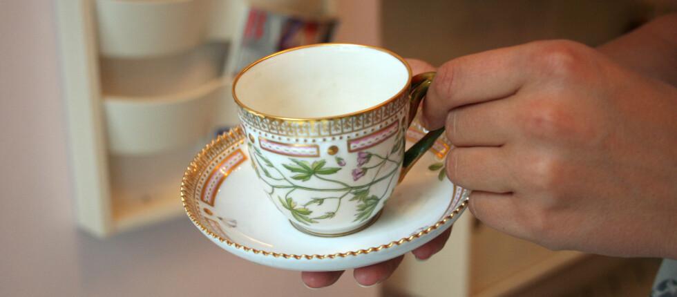 DYRT: På The Royal Café i København kan du drikke kaffe eller te fra verdens mest eksklusive porselensservise, Flora Danica. Foto: Silje Ulveseth