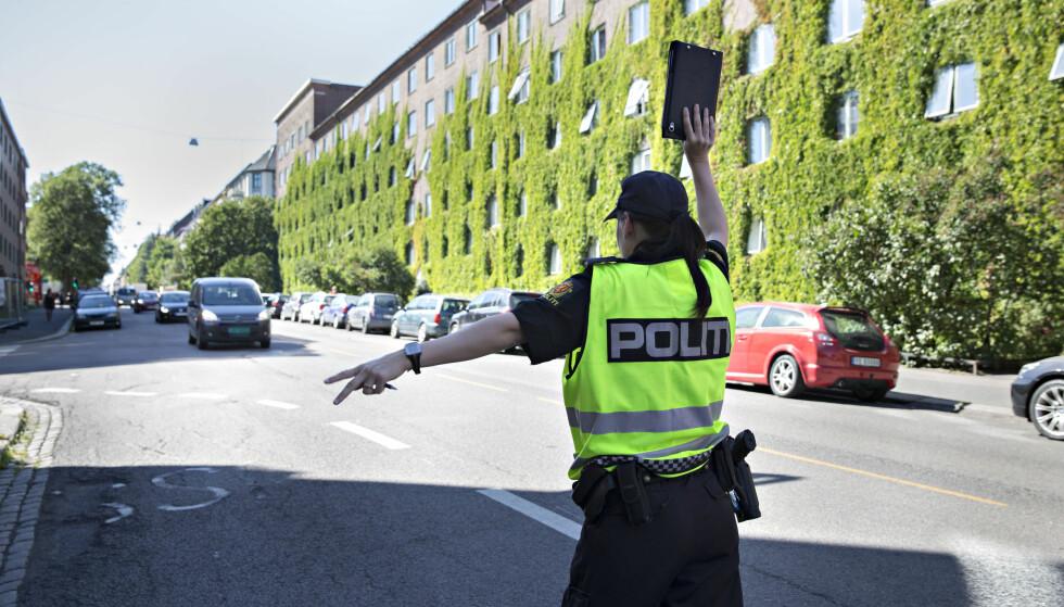 BRYTER TRAFIKKREGLENE: Mobilbruk og manglende bilbelte var blant de vanligste bruddene på trafikkreglene ved aksjon skolestart. Foto: Scanpix