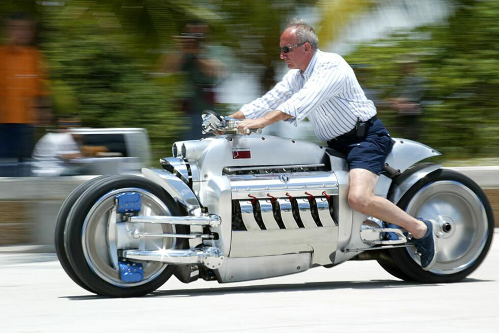 ALT ANNET ENN BESKJEDEN: Ja, det er mulig å kjøre den, ja, den er veldig stor, men, nei, du kan ikke lenger kjøpe den. Dodge Tomahawk er likevel verdt å ta en kikk på.