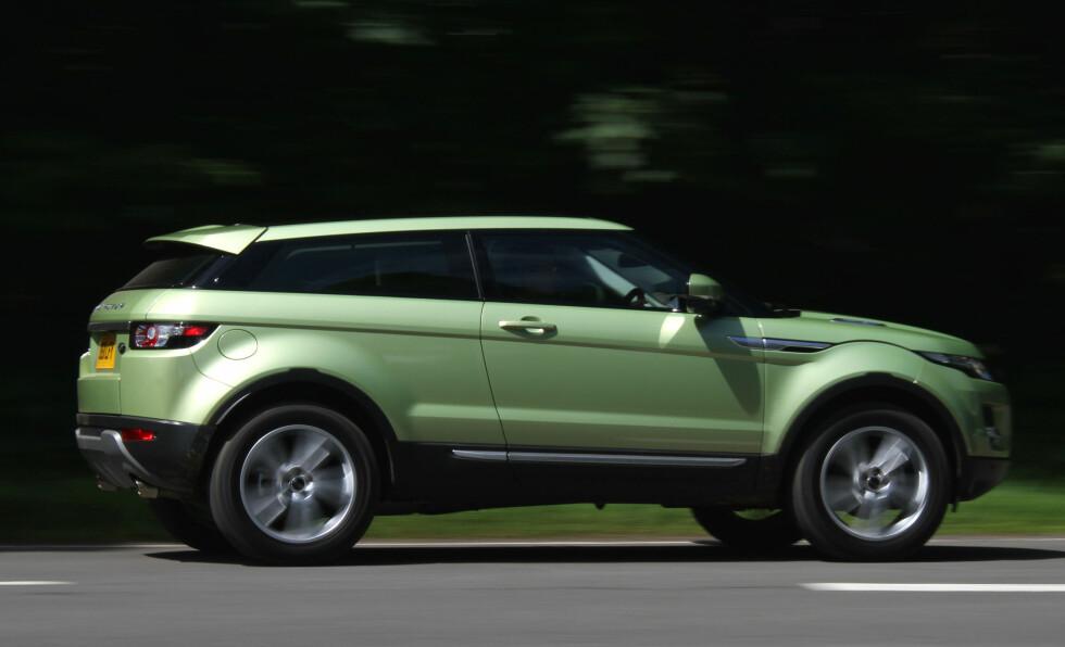 ... OG HER ER ORIGINALEN: Det virker som om kinesiske Land Wind har hentet litt mer enn inspirasjon fra den britiske suksessbilen.Range Rover Evoque Foto: Fred Magne Skillebæk