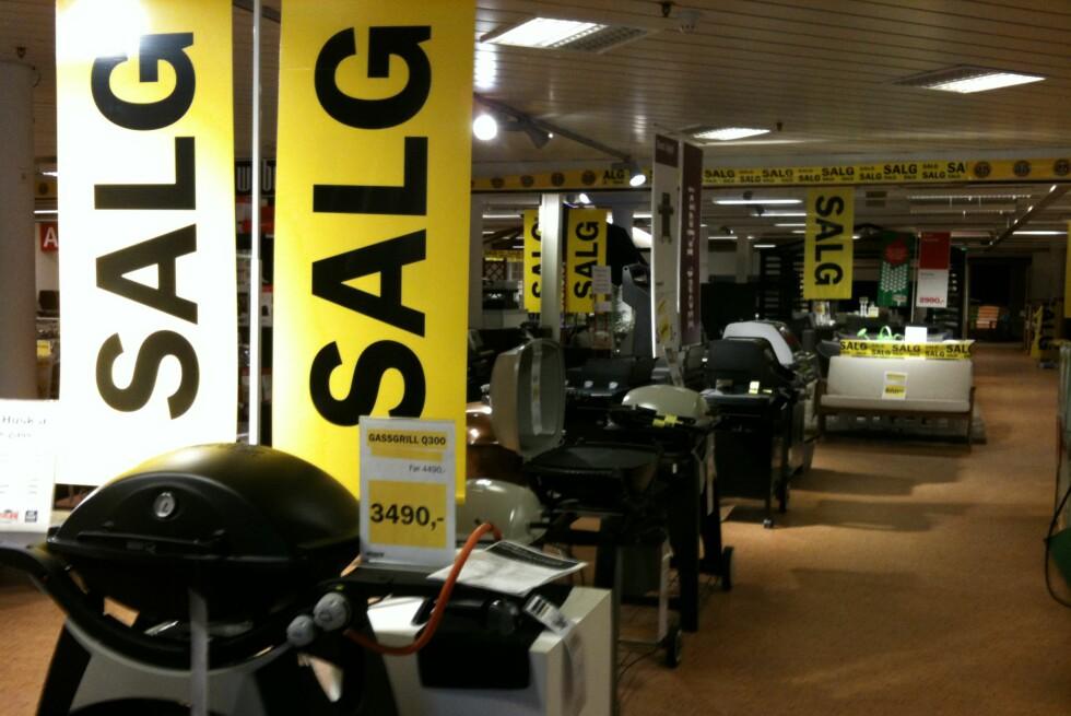 FÅ EKSTRARABATT PÅ TILBUDSVARER: Ja, det er mulig å få salgsvarene enda billigere - ved å gå til en annen butikk! Foto: Kristin Sørdal