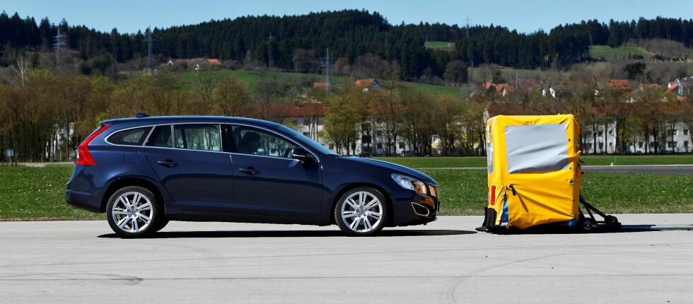 V60 er blant bilene som har City Safety Foto: Volvo
