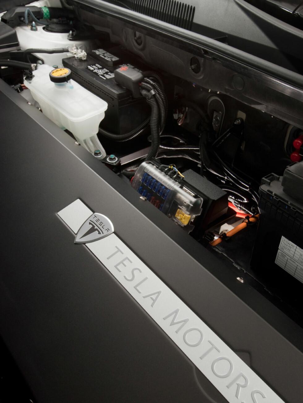 Drivlinjen leveres av Tesla. De har utviklet 35 førproduksjons-eksemplarer for testing, demo og utstillinger. Foto: Toyota