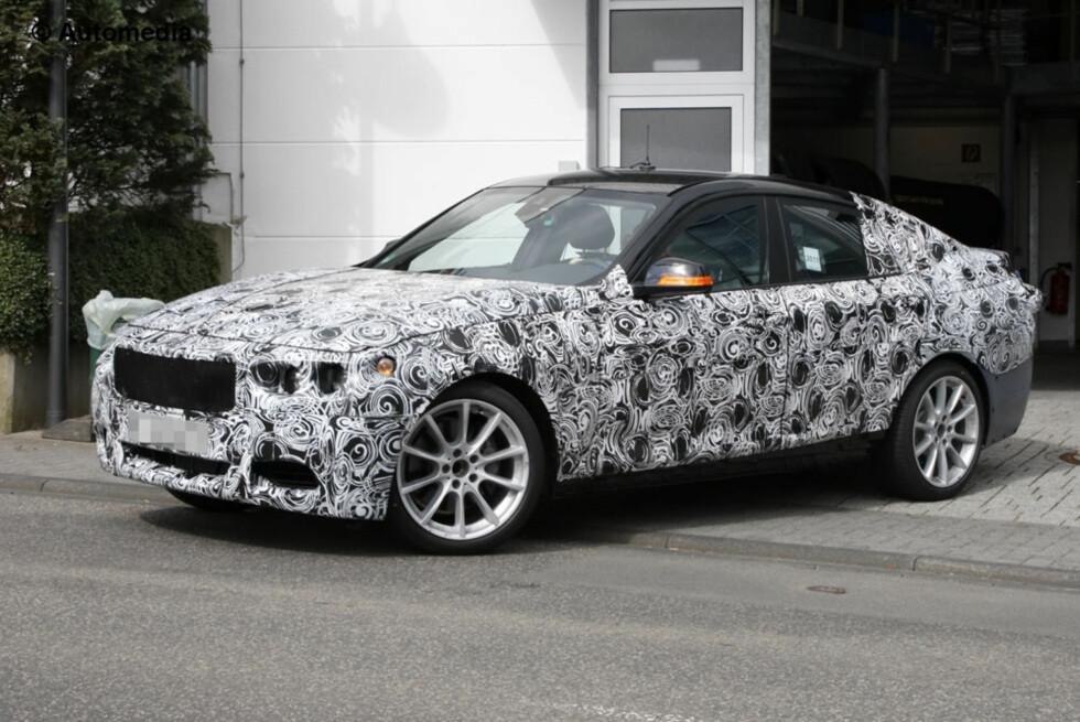 Denne kombikupéen med psykedelisk kamuflasjefolie er ifølge Automedia BMWs nye GT - denne gang  basert på 3-serie. Vi regner med at den vil bli vist i Frankfurt. Foto: Automedia