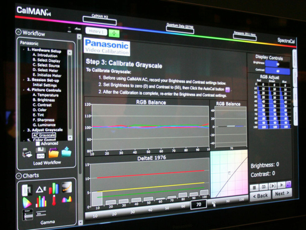 VT30-serien er klargjort for proffkalibrering via et samarbeid Panasonic har med selskapet SpectraCal. Dette koster penger og må bestilles via forhandler. Fordelen er proffkalibrering av TV-en på få minutter. Foto: Øyvind Paulsen