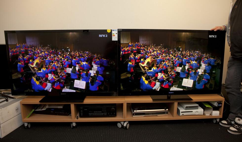 50-tommeren av Panasonic VT30 til venstre, Sony HX923 (55-tommer) til høyre.  Foto: Per Ervland