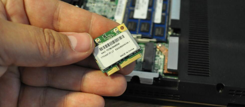 Slik ser altså et trådløst nettverkskort for MiniPCI Express-spor ut. Ved å erstatte kortet fra Atheros med et tilsvarende fra Intel, løste vi alle problemene vi hadde hatt med dekning, hastighet og stabilitet. Foto: Bjørn Eirik Loftås