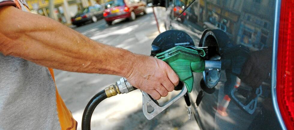 BENSINPRISER: Sjekk drivstoffprisene før ferien, det er penger å spare.