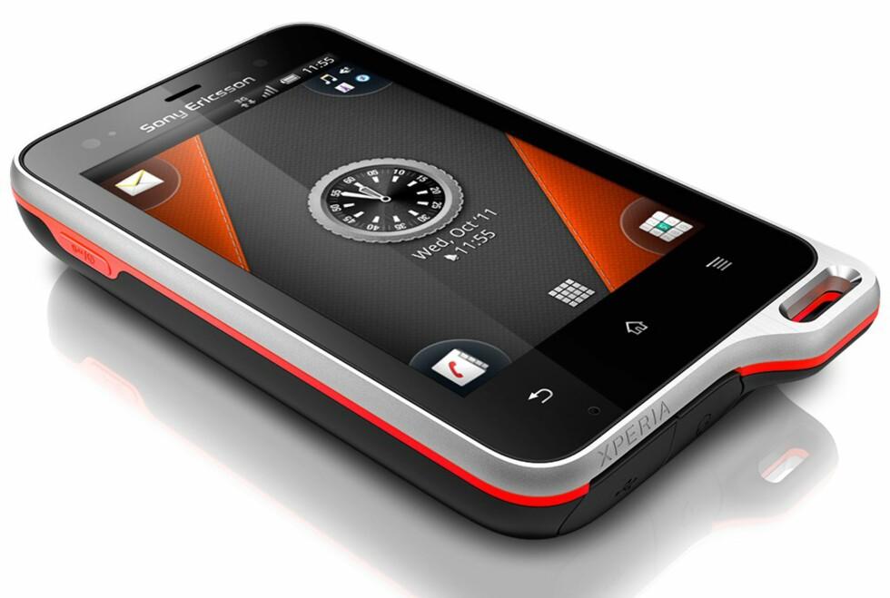 SPORTY: Xperia-serien til Sony Ericsson utvides med en modell for de spesielt aktive, eller alternativt de spesielt slurvete. Active tåler det meste, inkludert en lang tur under vann. Foto: Sony Ericsson