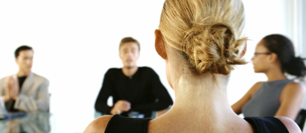 Skal du på jobbintervju, bør du ikke bare konsetrere deg om hva du skal si, men også tenke på hvordan du går kledd. Foto: COLOURBOX