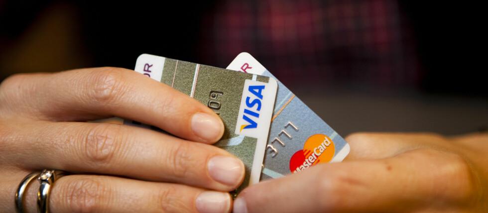 Kortvett handler ikke bare om å unngå svindel. Betaler du med kort i butikken, slipper du dyre gebyrer. Foto: Per Ervland