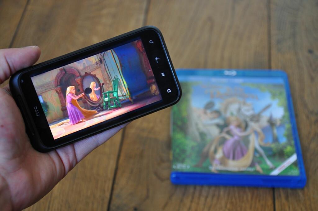 Med Plex installert på PC og telefon, kan du spille av videofiler direkte.