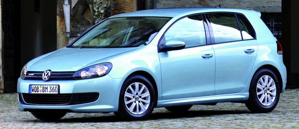 BILFORSIKRING: VW Golf Bluemotion er en av bilmodellene som erkjennes ekstra forsikringsrabatt hos svenske Folksam. Grunnen: Den er miljøvennlig og sikker.