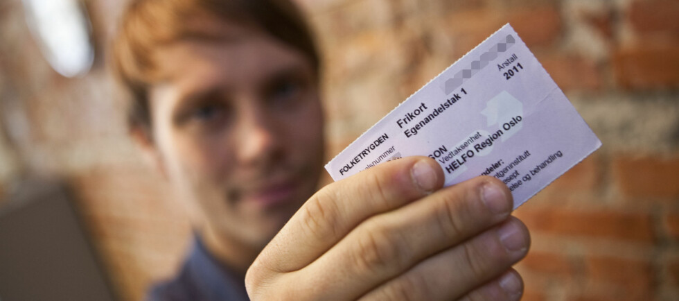 Dette lille, rosa kortet er et frikort, som du mottar automatisk når du har betalt mer enn 1.880 kroner i egenandeler på normale helsekostnader. Foto: Per Ervland