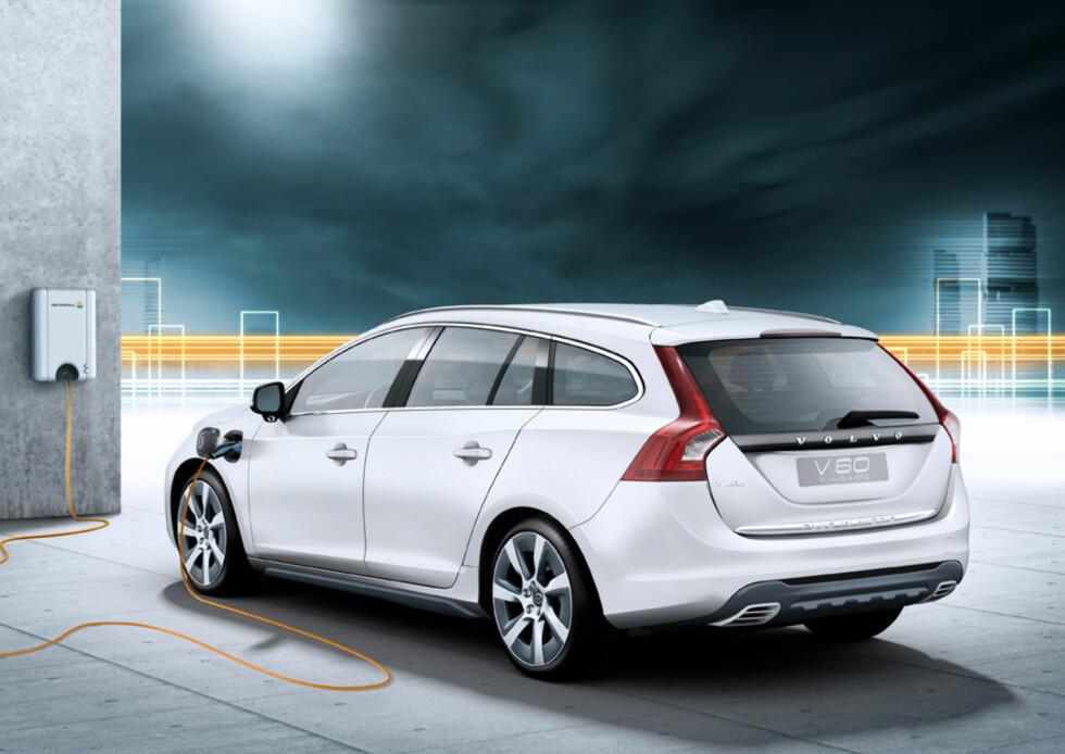 FORBYS: Til tross for elektrisk rekkevidde på 50 km og et CO2-utslipp på 48 g/km og NOX-utslipp på 24 mg/km, så forbys Volvos ladbare hybrid D5 Twin Engine på dager med dieselforbud. Foto: VOLVO