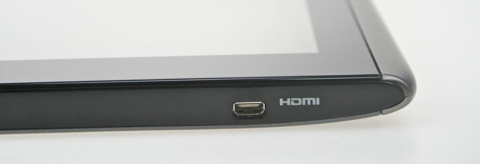 KJEKT Å HA: Vi vet ikke hvor mange som bruker HDMI-utgangen på mobilene eller nettbrettene sine, men A500 gir deg uansett muligheten til å streame bilder og video rett fra brettet og inn i TVen. Foto: Øivind Idsø