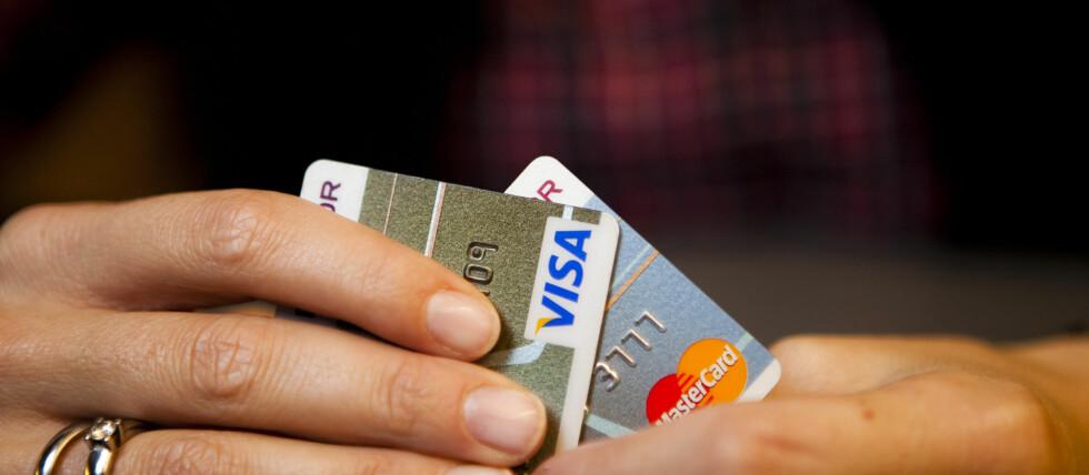Hvor mye betaler du for bruken av kredittkortet ditt? Det er det mange som ikke vet, ifølge ny undersøkelse. Foto: Per Ervland