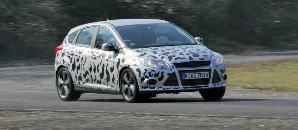 """Focus ST er allerede vist, men testbilene er likevel """"kamuflerte"""" Foto: Ford"""