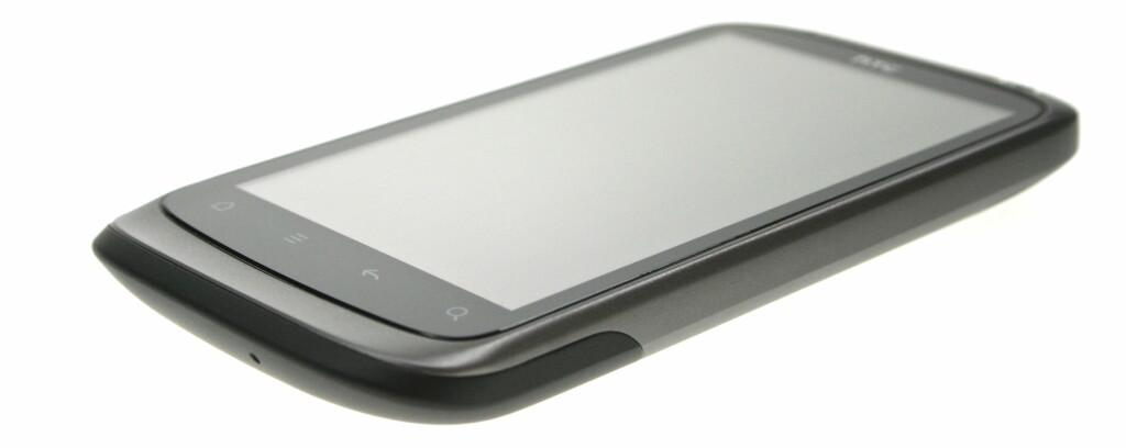 SLANK, MEN IKKE FOR SLANK: HTC Desire S ligger godt i hånda. Foto: Øivind Idsø