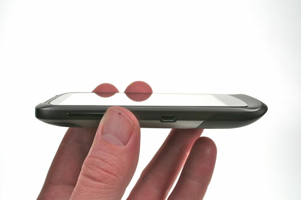<B>DISKRET OG ELEGANT:</B> HTC Desire S har det meste, og selv om den ikke er i nærheten av å være like rask som de nye Android-monstermobilene, er den mer enn bra nok for de fleste. Foto: Øivind Idsø