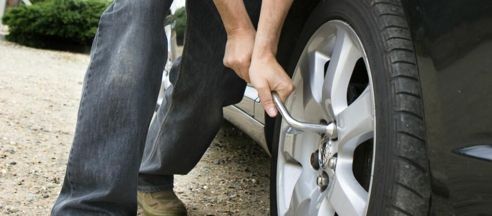 Sjekk nå: Etter få kjørte mil bør du sjekke om bolter/muttere sitter som de skal. Foto: Colourbox.com